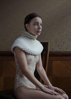 Wool knit renaissance collar