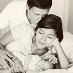 I love this newborn family picture! Cindy archer photography