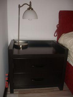 Mobila Dormitor Noptiera cu manere scoica negru lucios si sertare cu amortizare
