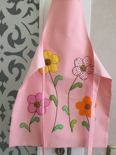agradable This blanket – this includes a minuscule polish leading and also disguise – got Hand Embroidery Designs, Applique Designs, Baby Sewing Projects, Sewing Crafts, Cool Aprons, Apron Designs, Sewing Aprons, Crochet Quilt, Aprons Vintage