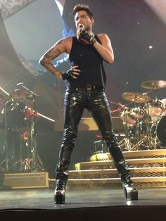 Now that is one hell of a pose, Adam! And legs!! RT @citygirl36: pic.twitter.com/B6CnMnKSpy