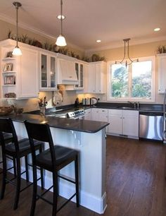 DESIGN GUIDE + GALLERY:Island vs Peninsula: Which Kitchen Layout Serves  You Best?