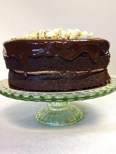 Maailman helpoin ja maukkain suklaakakun leipominen onnistuu ilman minkäänlaista vaivaa. Margarita, Macarons, Nutella, Oreo, Cake, Desserts, Food, Tailgate Desserts, Deserts