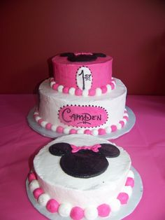 Cake at a Mickey and Minnie Mouse Party #minniemickeymouse #partycake