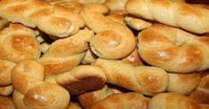 Η τέλεια συνταγή της γιαγιάς: Αφράτα κουλουράκια πορτοκαλιού!  Τα κουλουράκια πορτοκαλιού είναι η συνταγή της γιαγιάς. Μία φορά το μήνα φτιάχνει τρεις δόσεις και μας τα μοιράζει σε ταπεράκια. Δεν υπάρχουν γευστικότερα και πιο μαλακά κουλουράκια!!!    Εμείς Greek Desserts, Greek Recipes, Hot Dog Buns, Hot Dogs, Biscuits, Recipies, Sweets, Bread, Cookies
