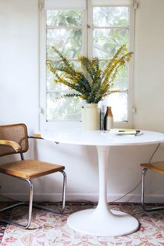 white pedestal table with chairs / sfgirlbybay