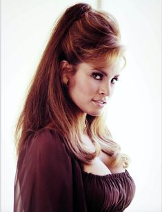 It took her a while to catch up with the Raquel Welch image. Raquel Welch, Hollywood Actress Pics, Hollywood Glamour, Classic Actresses, Beautiful Actresses, Hottest Female Celebrities, Celebs, Actrices Hollywood, Up Girl