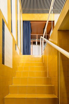 In Madrid, the advertising agency Mr. Hyde has settled in the Casa Josephine, where the colorful interior architecture has everything from a house to creative . Yellow Tile, Red Tiles, Black Tiles, Yellow Walls, Beige Walls, 80s Interior Design, Interior Styling, Spanish Design, Office Space Design