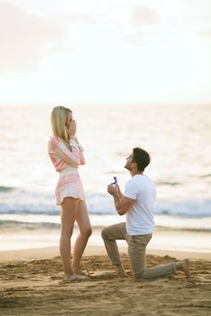 Can you tell we're celebrating love today? It's #NationalProposalDay and we have another perfectly planned real life proposal for you! Kudos to the groom!!  He really wanted to surprise her! See More on SMP: http://www.StyleMePretty.com/destination-weddings/hawaii-weddings/2016/03/20/romantic-surprise-hawaiian-beach-proposal/ Photography : Anna Kim Photography