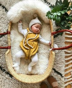Baby Moses, Cute Kids, Cute Babies, Baby Kids, Baby Pictures, Baby Photos, Baby Baskets, Look Girl, Foto Baby