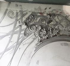 #Mirror #frameonmirror #скульптурнаяживопись #барельеф #лепнина #рельеф #лепнина #moscow #basfrelief #барельефназаказ #графика #интерьер #дизайнинтерьера #каллиграфия #kalligraphie #interior #interiordesign #декоратор #художник #художественнаяроспись #graphicdesign