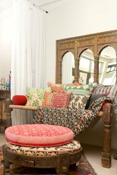 Dreamy Daybeds Indian-Inspired Patterns and Textures The combination of different patterns and colors brings life into this spacious bedroom. An Indian-inspired mirror is the ideal backdrop for the guest room daybed, bringing extra light into the space Moroccan Interiors, Moroccan Decor, Moroccan Style, Style Marocain, Deco Boheme, Indian Homes, Bohemian Interior, Indian Home Decor, Interior Exterior