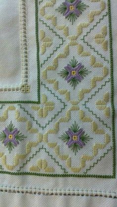 This Pin was discovered by emi Types Of Embroidery, Embroidery Needles, Embroidery Patterns, Hand Embroidery, Diy Bordados, Drawn Thread, Just Cross Stitch, Hardanger Embroidery, Bargello