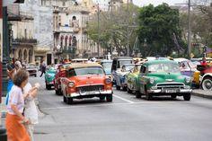"""""""Cuba, quiero bailar la salsa"""" – este o parte refrenului unei melodii Gibson Brothers foarte în vogă în discotecile din urmă 30 – 40 de ani. La fel, românii şi orădenii mai ţin minte discursurile kilometrice al lui Fidel Castro, fostul lider de extrem de lungă durată al insulei comuniste situate la doar o aruncătură …"""
