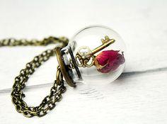 *Echte Rosenknospe* Halskette Rose von JanoschDesigns auf DaWanda.com