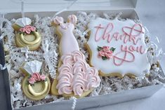 Thank you Bridal Party Gift Set Custom Sugar Cookies Thank You Plaques, Bridesmaid Cookies, Wedding Cookies, Wedding Cake, Royal Icing Flowers, Sugar Cookies, Bridal, Party, Gifts
