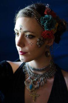 Emine Di Cosmo (Argentina): Director of Tribal Lady Blue School and Minga! Tribal Hair, Tribal Outfit, Danza Tribal, Rachel Brice, Dance Makeup, Tribal Belly Dance, Tribal Style, Tribal Fusion, Belly Dancers