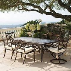 classic open patio    love this table & chairs!