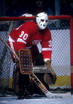 goalie-rogie-vachon-of-the-detroit-red-wings-defends-the-net-during-picture-id462349850 (725×1024) Hockey Goalie Gear, Goalie Mask, Hockey Stuff, Gladiators, Detroit Red Wings, Sports Teams, Dodgers, Photos, Pictures