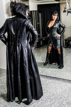 Cuir latex & plus — madsoquist: Lady Monique Long Leather Coat, Leather Mini Dress, Leather Corset, Leather Dresses, Sexy Older Women, Sexy Women, Leder Outfits, Dress Attire, Latex Dress