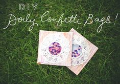 Confeti dentro de una bolsa DIY con los sobres del CD