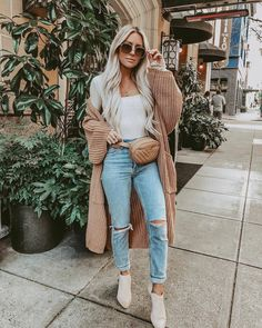 Chilly days just got a whole lot more cozy and cute with the Maureen Light Brown Oversized Long Knit Cardigan! Long knit cardigan with wide sleeves. Crop Top Outfits, Mode Outfits, Chic Outfits, Fashion Outfits, Fashion Trends, Sweater Outfits, Fashionable Outfits, Denim Outfit, Classy Outfits