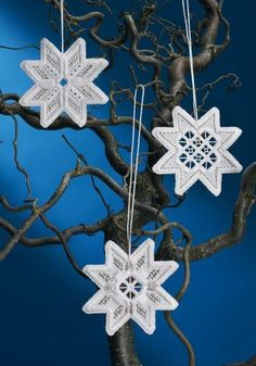 Hardanger Embroidery Ideas NEW! Create three lovely Hardanger snowflakes with this complete kit from Permin Scandinavian Art Needlework. The kit contains White Hardanger fabric, thread, silver accent thread, needle, chart and instructions. Pretty Christmas Trees, Christmas Tree Star, Christmas Tree Decorations, Christmas Crafts, Christmas Ornaments, Types Of Embroidery, Learn Embroidery, Embroidery Patterns, Doily Patterns