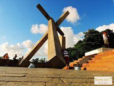 Conheça Salvador, Bahia, Brasil. monumento cruz caída.