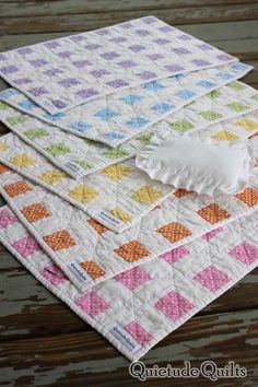 love these little quilts!