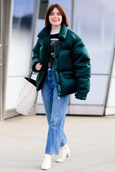 The Best Street Style From New York Fashion Week Fall 2018 Hipster Fashion, Cool Street Fashion, Hipster Style, Street Look, Street Style Looks, Fall Outfits, Fashion Outfits, Womens Fashion, Green Puffer Jacket