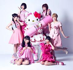 "Crunchyroll - VIDEO: Dempagumi.inc and Hello Kitty ""Munasawagi no Himitsu"" MV"