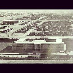 مدينة خليفة الشمالية في السبعينيات ويظهر فيها المبنى السابق لجامعة قطر للبنين وفي يسار الصورة المبنى السابق لجامعة قطر للبنات وكانت مباني الجامعة محاطة ببيوت الأسر القطرية الكريمة آنذاك.