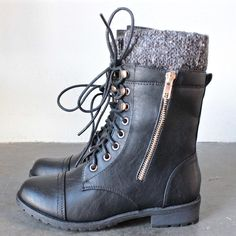 the black laced up combat sweater boots - shophearts - 1