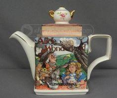 James Sadler Teapot - Alice in Wonderland Teapots And Cups, Teacups, Cute Teapot, China Teapot, Historical Artifacts, Tea Cozy, Tea Blends, Tea Service, Chocolate Pots