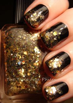 LOVE these gold nail