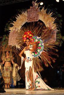 Traje regional estilizado Quintana Roo México Brazilian Carnival Costumes, Day Of Dead Makeup, Aztec Costume, Carnival Outfit Carribean, Beautiful Mexican Women, Brazil Carnival, Carnival Outfits, Aztec Dress, Aztec Warrior