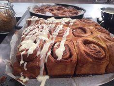 Ρολά κανέλας (Cinnamon rolls) της Αργυρώς Μπαρμπαρίγου | Αυτά τα ρολάκια κανέλας με γλάσο θέλουν 10 λεπτά προετοιμασία και σου δίνουν τεράστια απόλαυση!