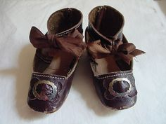 antique doll shoes - I wish I could find an adult pair like this. The only thing I would change (besides size) is the buckle and decoration on the toebox could go. Not too high heel, ribbon tie at anckle, shape. Baby Doll Shoes, Toddler Shoes, Victorian Shoes, Old Shoes, Childrens Shoes, Vintage Textiles, Antique Toys, Doll Accessories, Vintage Dolls