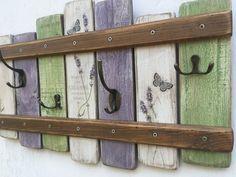 Věšák Levandule střední Věšáček je vyroben z recyklovaného dřeva, dekorován motivy levandule (decoupage), přelakován a opatřen kovovými háčky. Rozměry jsou 53x33cm. Beach Towel, Bathroom Hooks, Decoupage, Furniture