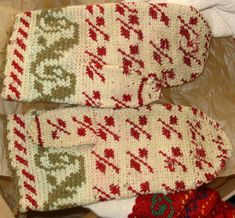 Old tapestry crocheted mittens from the Ostrobothnian Museum, Finland Crochet Mittens, Tapestry Crochet, Finland, Contemporary Design, Christmas Sweaters, Fiber, Museum, Blog, Crafts
