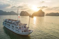 Halong Bay cruise 2 day 1 night on Paradise Luxury: Escape from the grind of your daily routine with this quick overnight trip to spectacular Halong Bay. Enjoy perfect moments sailing this World Heritage Site in luxury, witnessing the beauty of this ancient landscape, refresh and rejuvenate your everyday life.