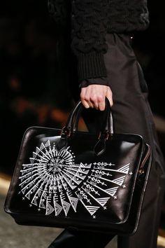 Berluti Fall 2016 Menswear Accessories Photos - Vogue Accessoires De Sac,  Sacs En Cuir Noir 2b3d1207aa3