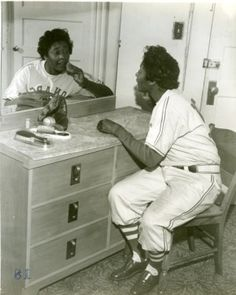 Marcenia Lyle Alberga aka Toni Stone, of 3 women to play in Negro League Baseball with a batting average. Teams: San Francisco Lions Black Pelicans New Orleans Creoles Indianapolis Clowns 1953 (Hank Aaron playe