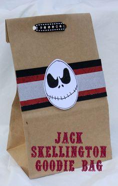 Jack Skellington Craft goodie bag Nightmare Before Christmas Christmas Goodies, Christmas Baby, Simple Christmas, Christmas Ideas, Xmas, Halloween Treats, Fall Halloween, Halloween Party, Halloween Witches
