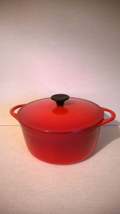 Vintage French Cousances / Le Creuset Red Cast Iron Casserole Dish / Pan Size 20 - French kitchenalia country kitchen by ThePemburyEmporium on Etsy Cast Iron Casserole Dish, Casserole Dishes, Le Creuset, Pan Sizes, Country Kitchen, Indoor Garden, French Vintage, It Cast, Modern