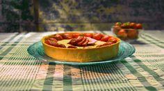Torta de leite condensado com morangos - Receitas - GNT com vídeo
