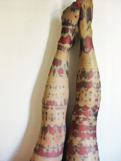because she started knitting: DIY: Tie-dye stockings / Halloween Zombie stockings