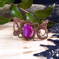 Handmade bracelet with hot pink onyx agate in oxidized antiqued copper wire. Unique wire wrapped vintage jewelry Victorian inspired. 1 1/2 inch wide ( 3.7 cm ) with adjustable chain for extra security