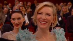 Cate Blanchett e Rooney Mara agiram como se fossem da realeza, como de costume. | As coisas ficaram estranhas durante as reações ao monólogo de Chris Rock no Oscar 2016
