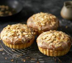 Frangipanetaart met peer Dessert Recipes, Desserts, High Tea, Muffin, Breakfast, Drinks, Cook, Recipes, Pistachio